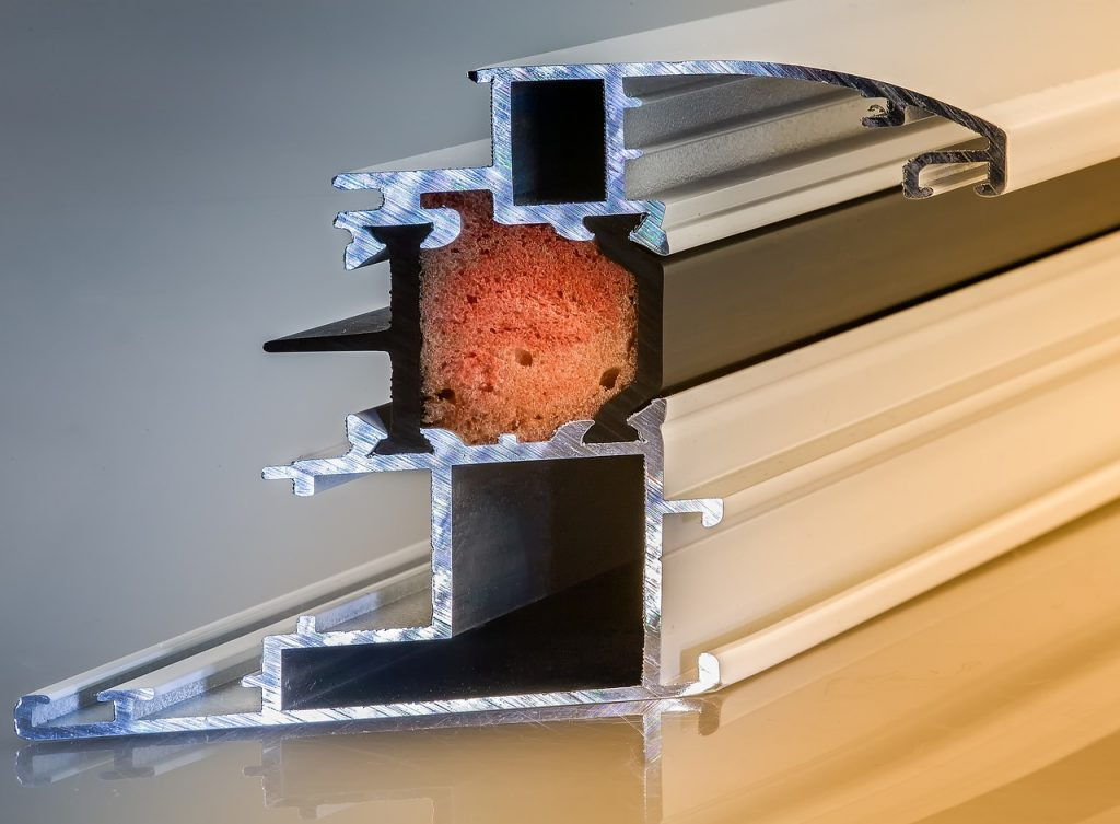 pianka-pur, materialy-budowlane, izolacja